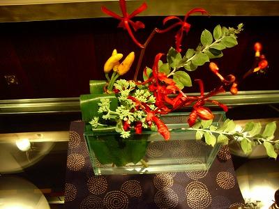 花だけアップ。それにしてもユニークな花器